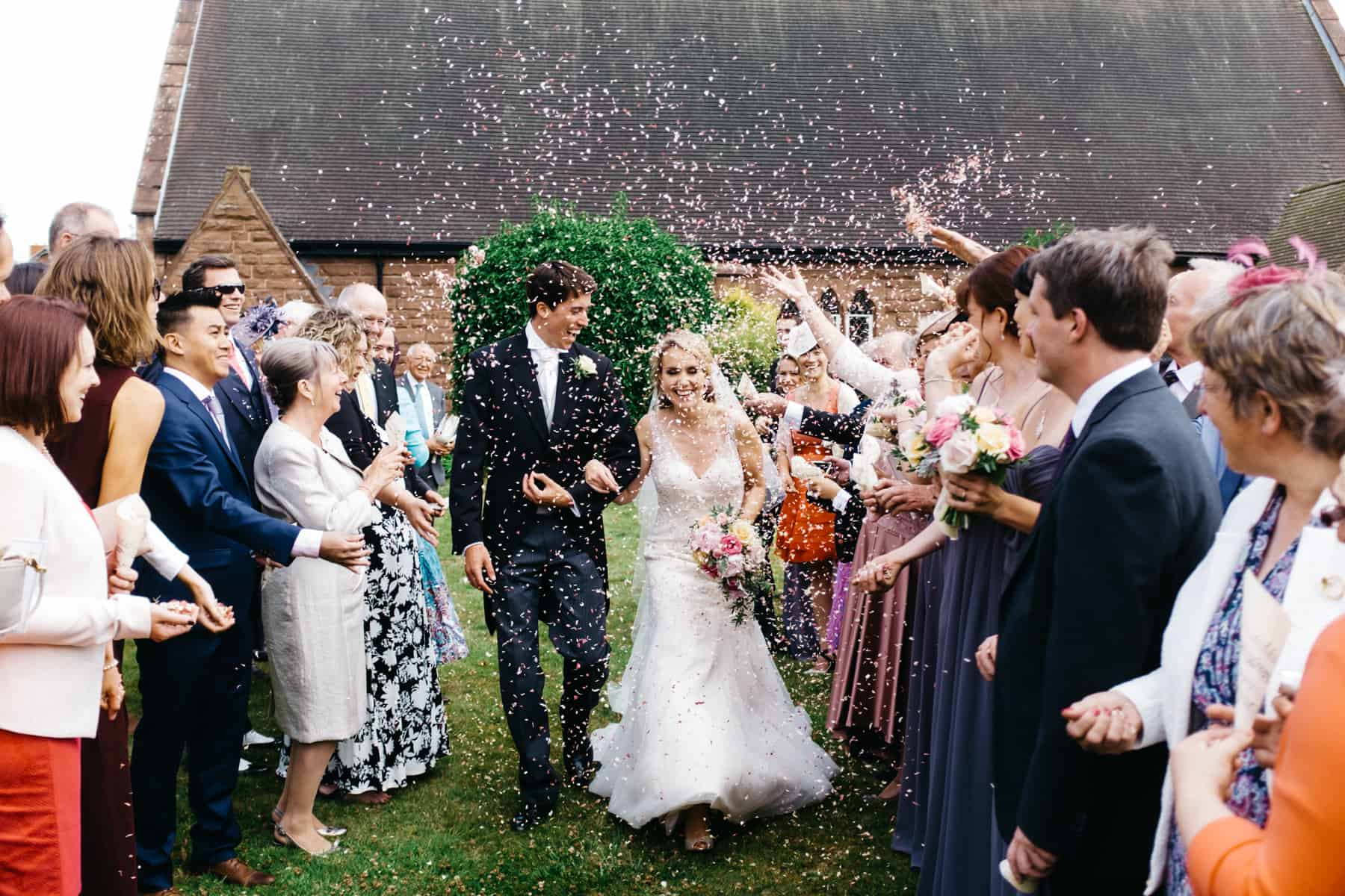 wedding photography confetti (1 of 1)