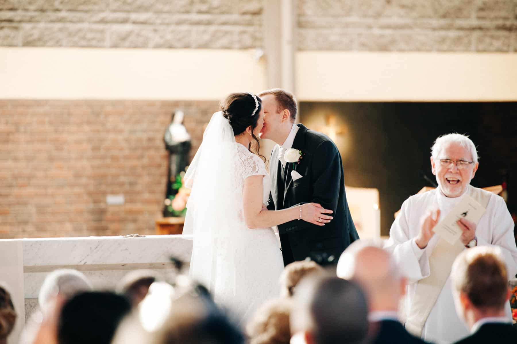 wedding photography kiss the bride (1 of 1)-2