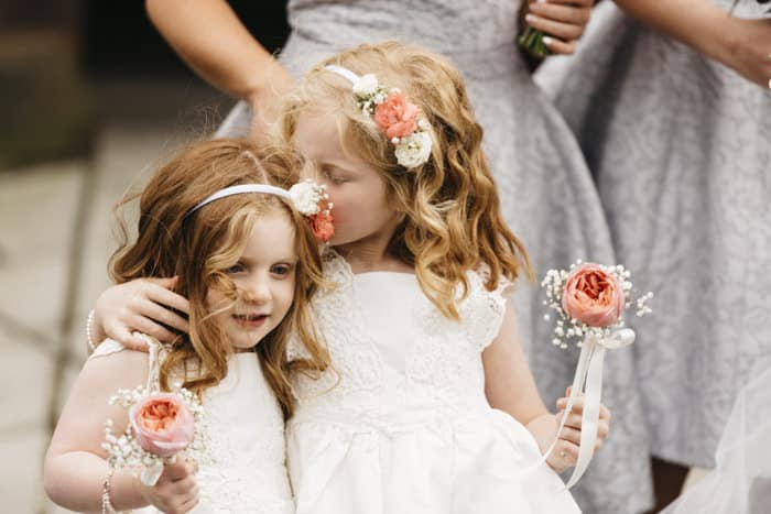 flower girls have a kiss