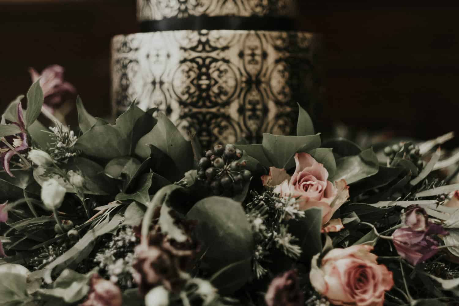 cake and flower details